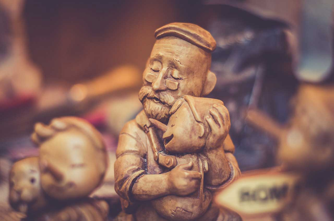 wood carved of a father and son