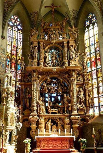 altar of the virgin