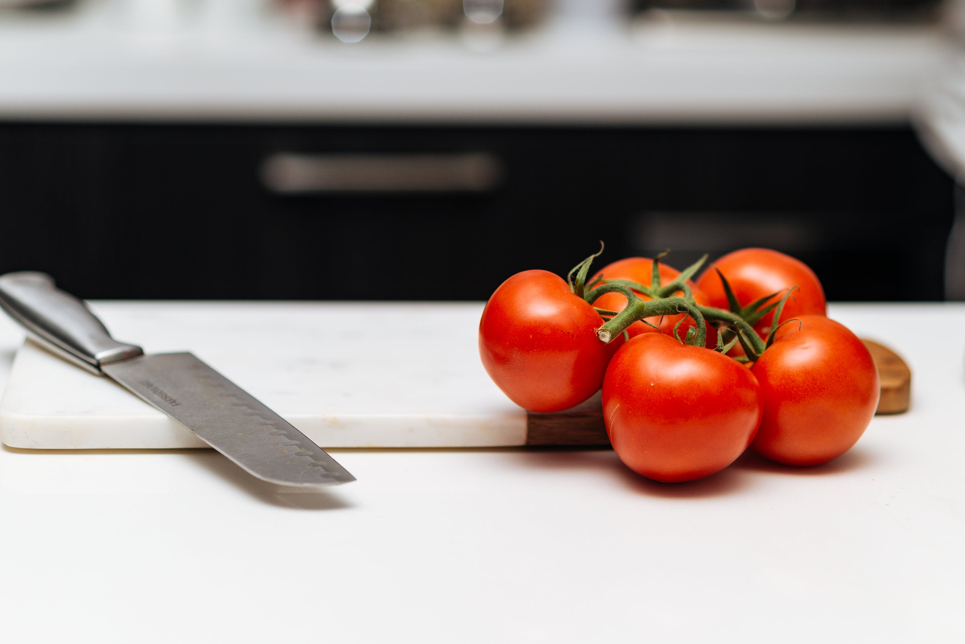 knife and tomato